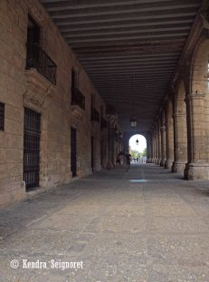 Plaza des Armas - covered walkway