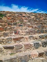 Teotihuacan stairs (1)